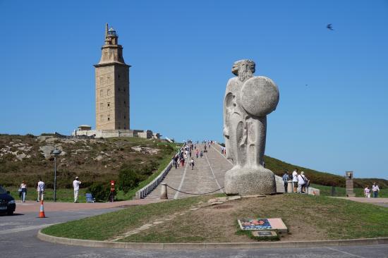 Torre de Hercules y breogán. simbolos de a Coruña