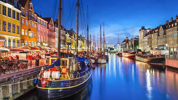 Vista nocturna de Copenhague