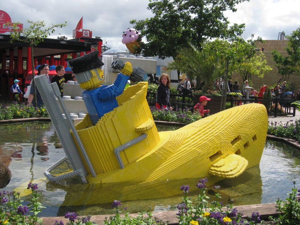 Submarino amarillo Parque Legoland en Dinamarca