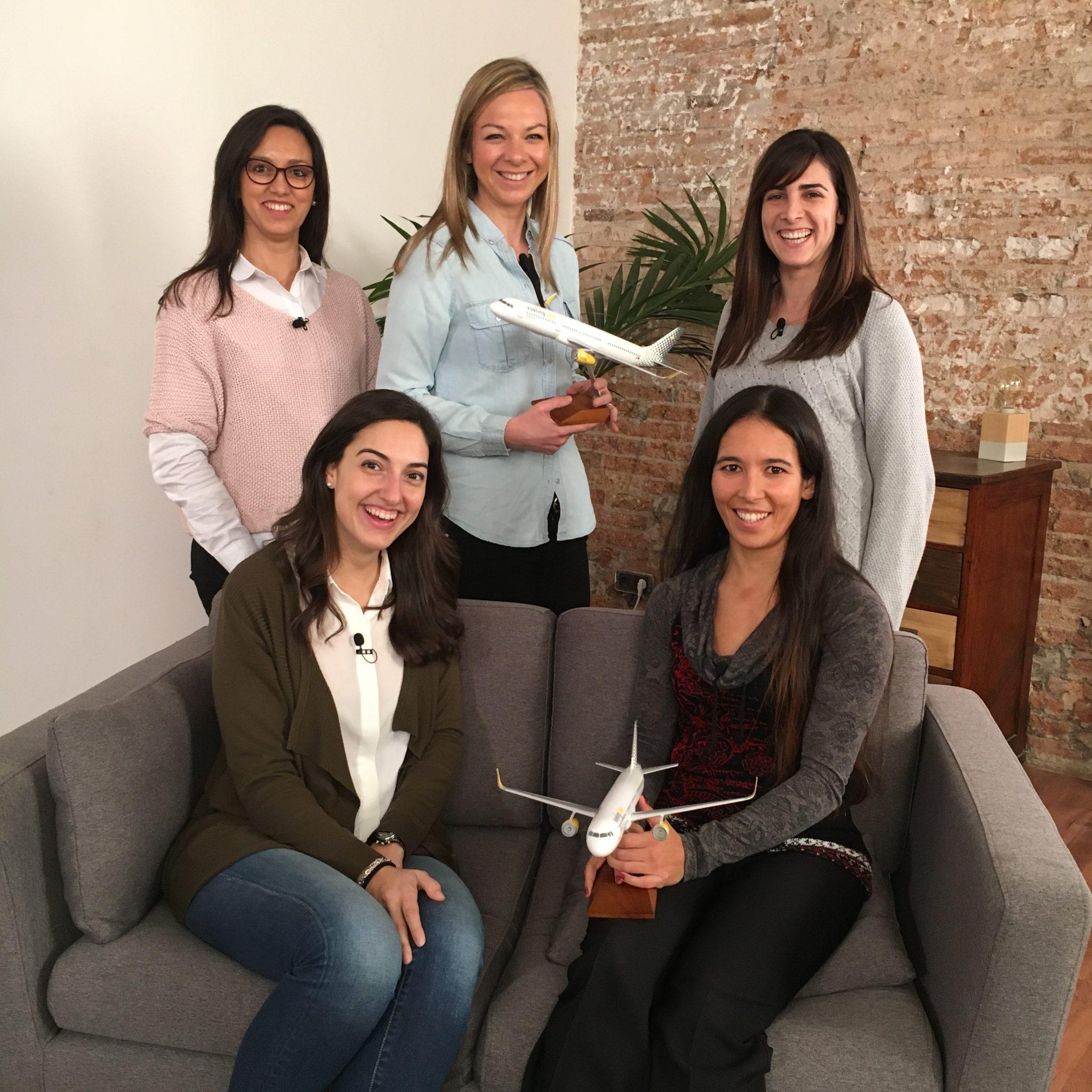 Vueling dobla el colectivo de mujeres piloto en el último año