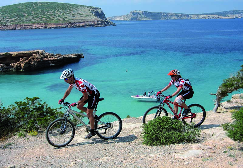 Ibiza turismo activo en primavera