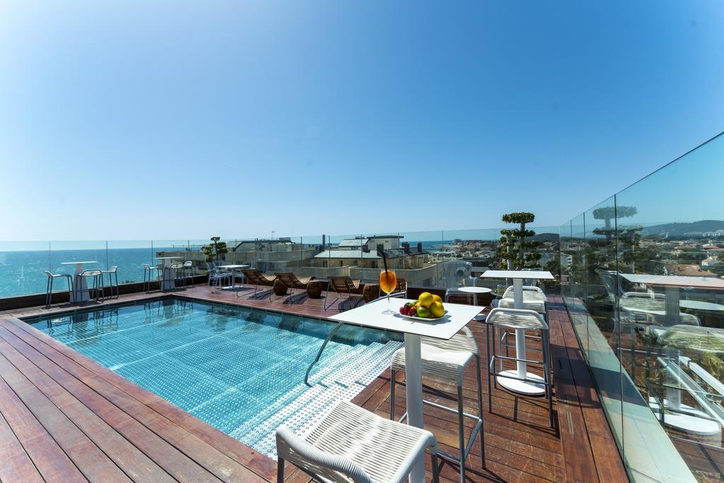 Terraza y piscina del hotel mim sitges