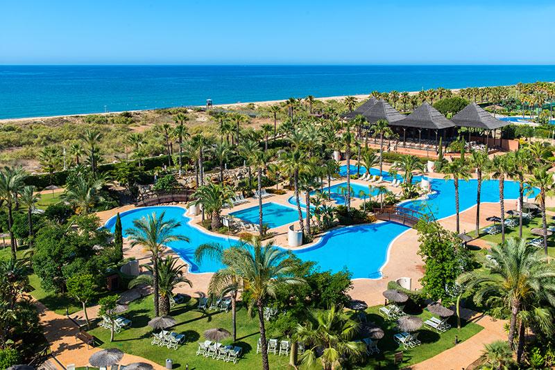 Vista de la piscina del Puertoantilla Grand Hotel