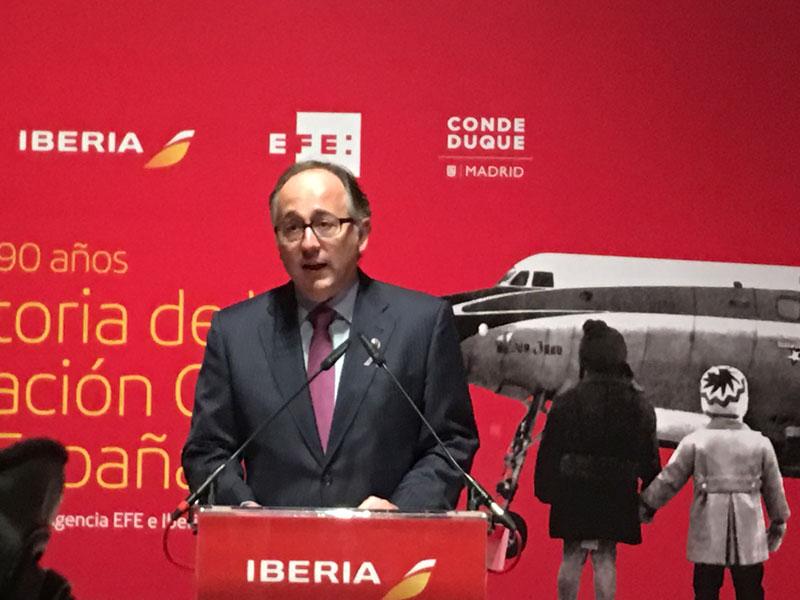 El Presidente de Iberia D. Luís Gallego durante la presentación de la exposición en el Conde Duque de madrid