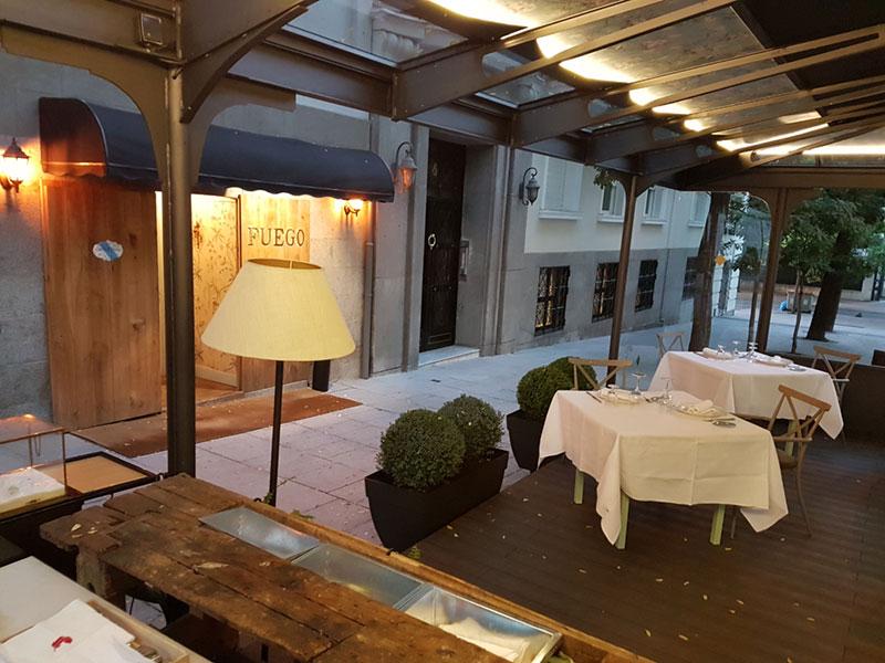 Terraza del restaurante fuego en Madrid