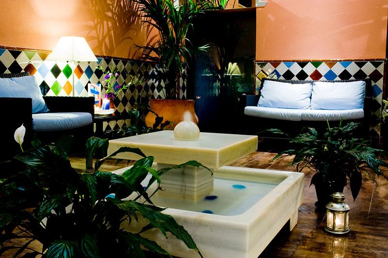 Patio del Hotel Dauro en Granada