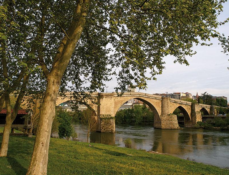 Ourense puente sobre el Miño