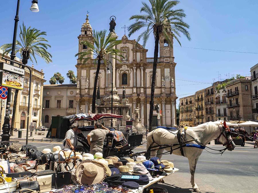 Plaza de San Doménico en Palermo e Iglesia del mismo nombre donde está enterrado el Juez Falcone