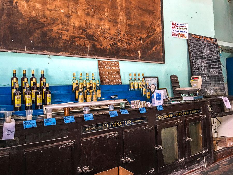 Un colmado en La Habana Vieja