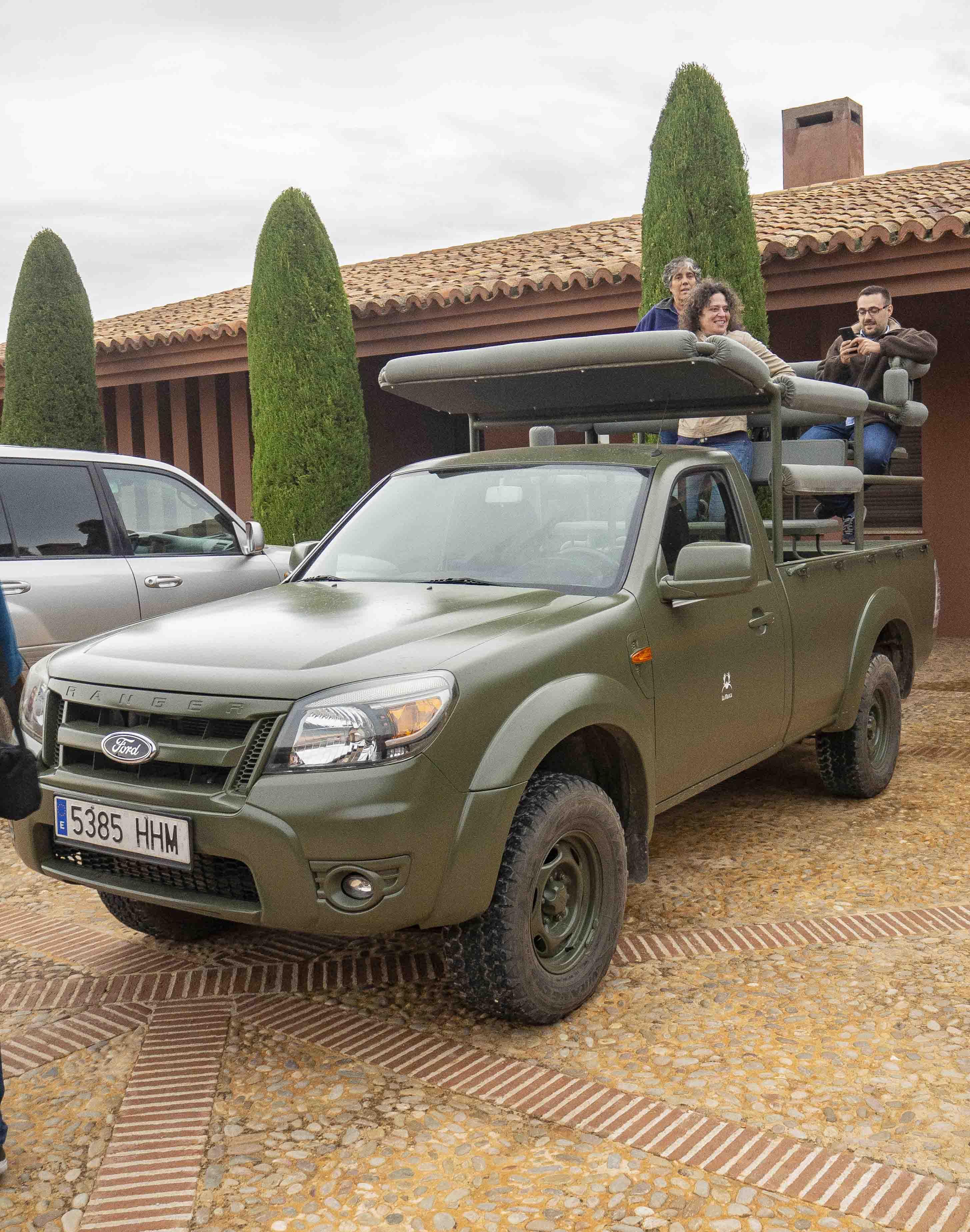 Uno de los vehículos para los safaris fotográficos al estilo de África