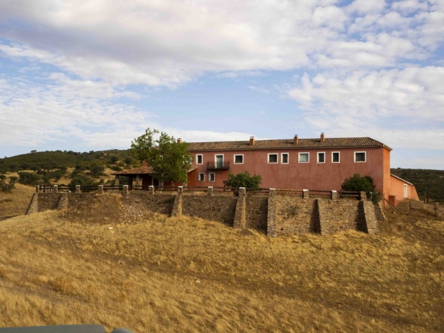 Una de las casas que posee la finca La Nava del Barranco
