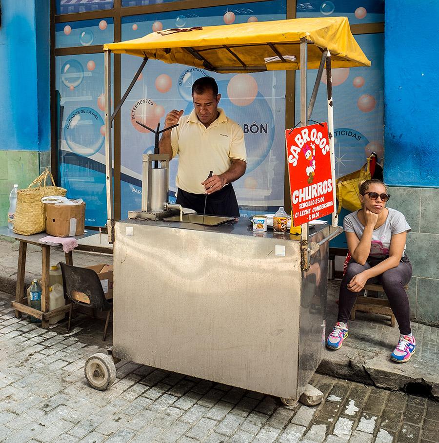 Puesto de Churros en una calle de La Habana