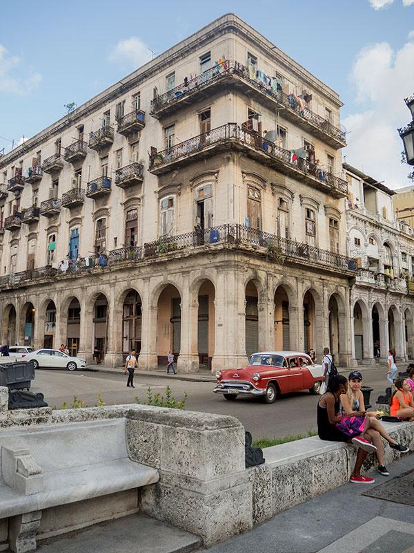 Edificio emblemático en el Paseo del Prado
