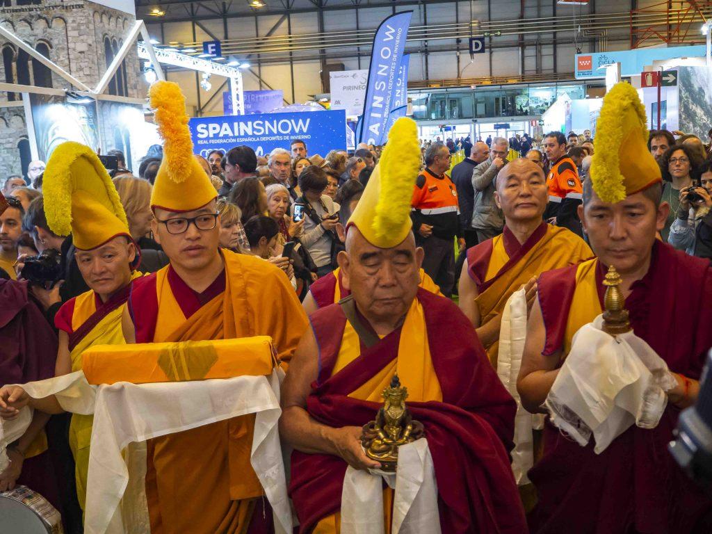Entrada de los Lamas venidos de diferentes paises como Nepal, Butan, Katmandu...