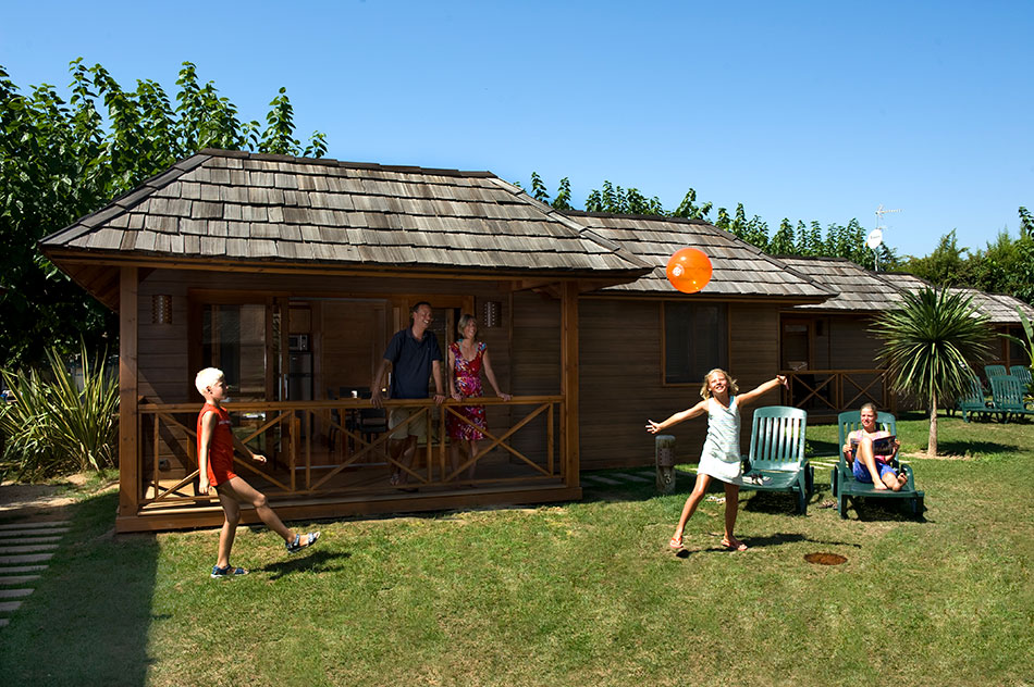 Bung-Palm Playa de Montroig Camping Resort cabañas de madera