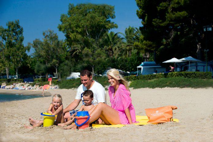 Playa de Montroig Camping Resort familia en la playa