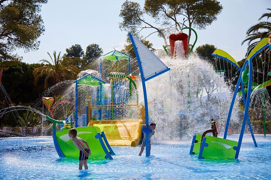 Playa de Montroig Camping Resort juegos de agua para niños