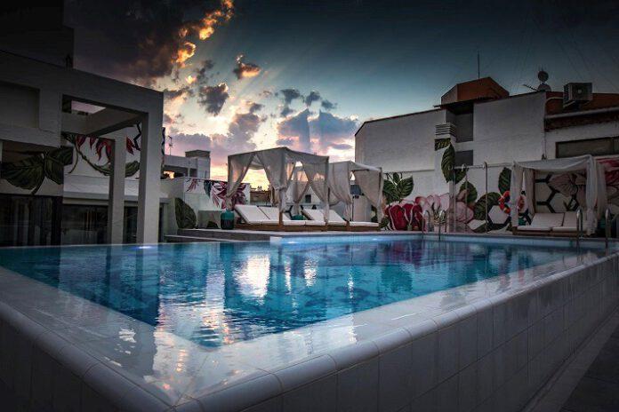 Piscina del NYX Madrid by Leonardo Hoteles