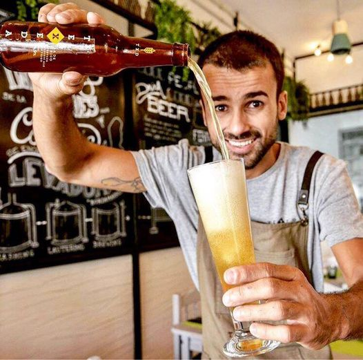Borja Marrero con su cerveza Texeda