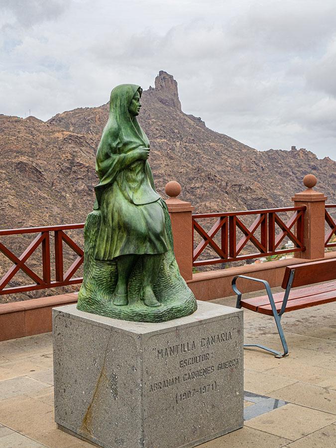 Estatua de La Mantilla Canaria en Tejeda