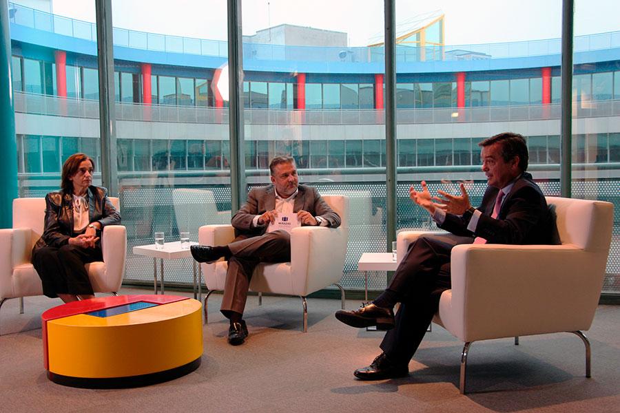 Entrevista de Fernando Valmaseda (Miradas Viajeras TV a Eduardo López-Puertas (Dir. Gral. de IFEMA) y a María Valcarce (directora de Fitur)