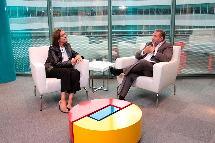 Entrevista de Fernando Valmaseda (Miradas Viajeras TV a María Valcarce (directora de Fitur)