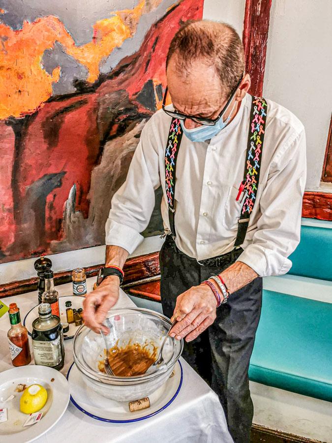 Preparando en mesa el Steak Tartar