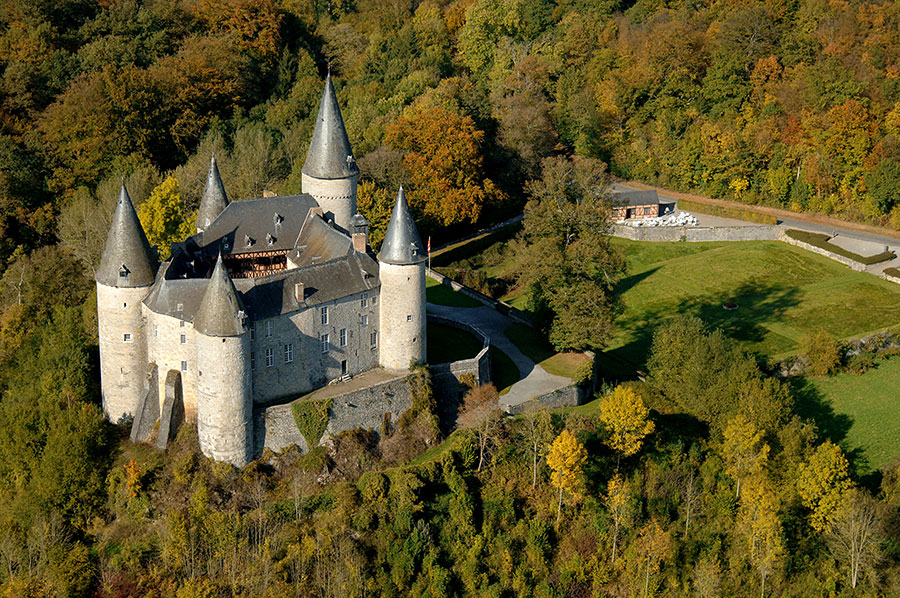 Castillos de Bélgica-Vêves-Castle---aerial-view