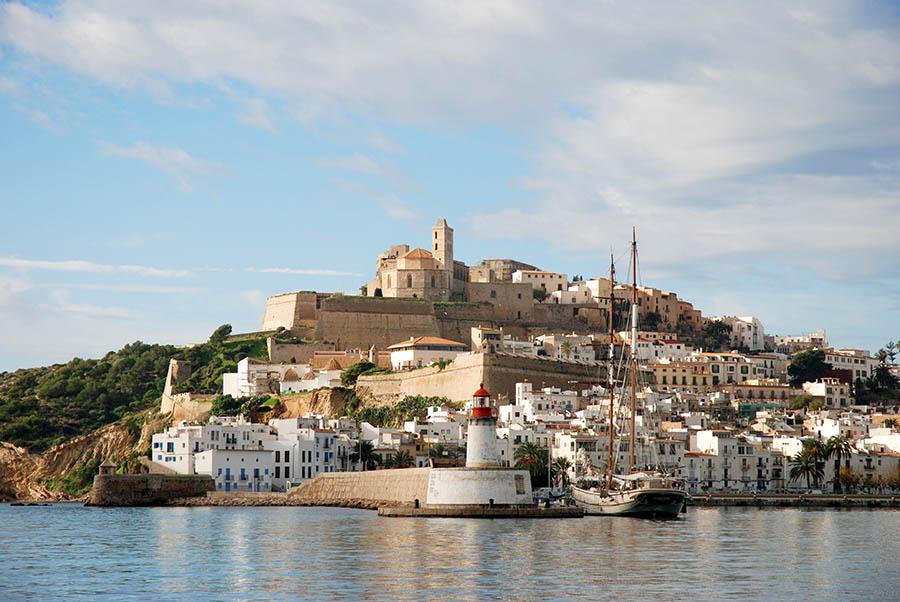 Perspectiva del puerto y Dalt Vila