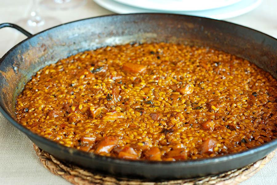 El arroz a banda es típico de la cocina ibicenca